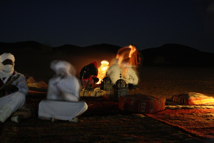 AR OSE Bedouins in a camp fire